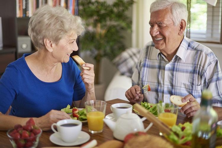 Người già có nên ăn chay trường hay không?